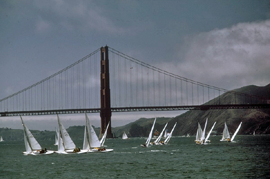 San Francisco: Golden Gate Bridge and Sailboats